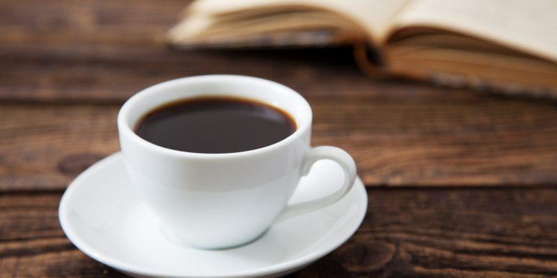 Pausa para o café: afinal, tomar o popular cafezinho faz bem ou mal à saúde?